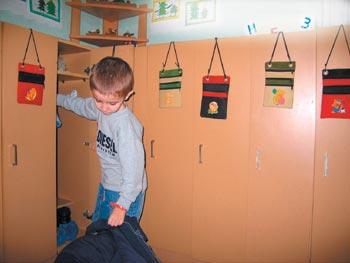 «Секретницы» на дверцах шкафчика в детском саду № 9 «Чайка» г. Шахты